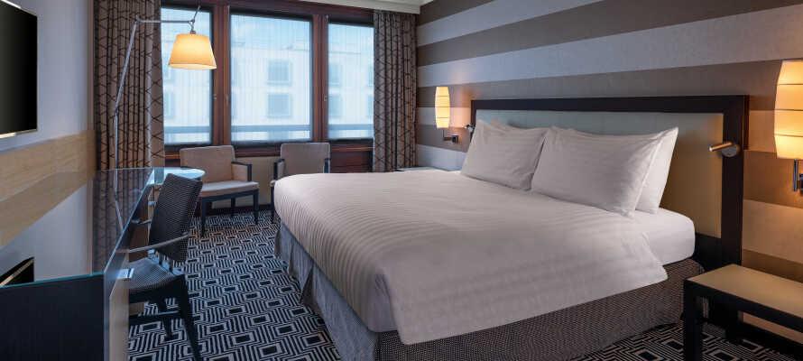 De komfortable og rummelige værelser er alle indrettet i et moderne design, og giver jer en god base for opholdet.