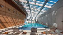 Hotellet huser byens største indendørs swimmingpool i et lækkert område.