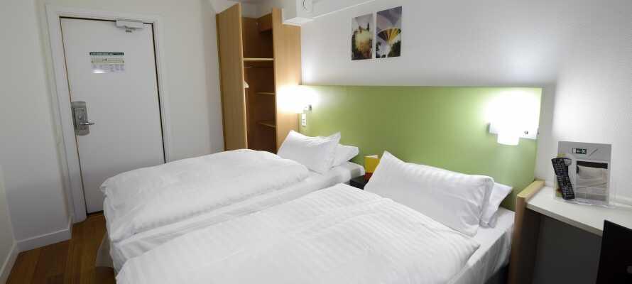 Här inkvarteras ni i trivsamma hotellrum som fungerar som en bekväm bas under er vistelse.