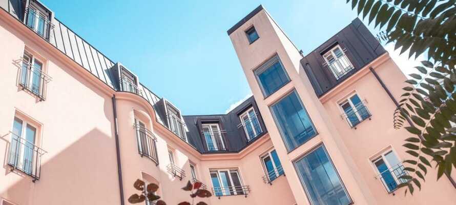Bo bekvämt på ett 4-stjärnigt hotell med närhet till Berlins centrum under er storstadssemester.