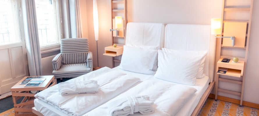 Här inkvarteras ni i ljusa och bekvämt inredda rum.