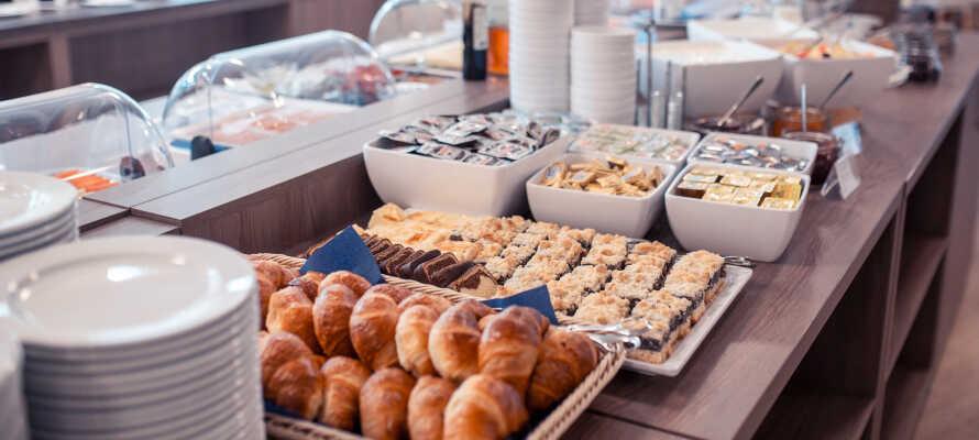 Hotellets morgenmad omfatter  både varme og kolde retter, og giver jer den perfekte start på dagen.