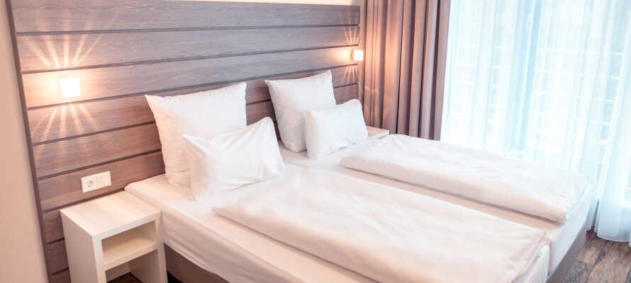 Hotellets rum är modernt och stilfullt inredda och erbjuder en bekväm bas under er semester i München