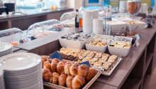 Start dagen med lækker morgenmad, hvor der både er varme og kolde retter at vælge imellem.