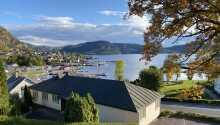 Verkshotellet ønsker velkommen til en herlig ferie i historiske rammer, med en skjønn utsikt over fjorden.