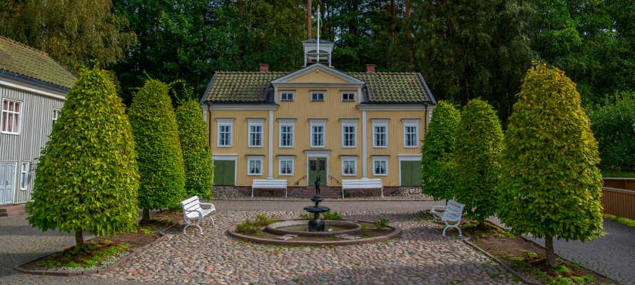 Hotellet ligger lige udenfor Ljungby, i hjertet af Småland, og giver jer en god base for oplevelser i området.