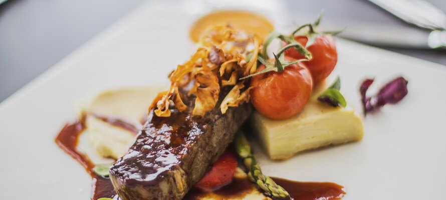 Nyd dejlige aftenmåltider i den hyggelige restaurant.