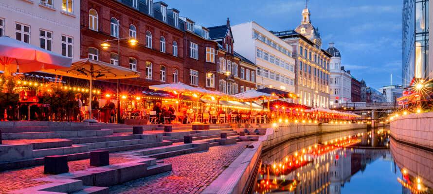 Den korte afstand til Aarhus, giver jer ideelle muligheder for at udforske de mange muligheder i Smilets By.