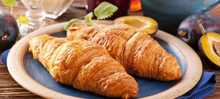 Under opholdet kan I hver dag stå op til dejlig morgenmad, som serveres i hotellets hyggelige morgenmadsrestaurant.