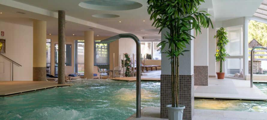 Under ferien har I fri adgang til wellnessområdet på Hotel Alpine Mugon, som ligger få skridt fra Dolomiti Chalet.