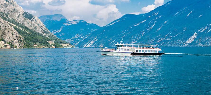 Opholdet inkluderer en bådtur fra Limone til Malcesine, tur-retur - tilbring en skøn dag ved Gardasøen!