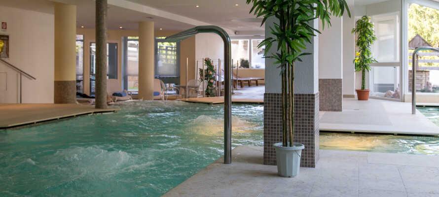 Hotel Alpine Mugon tilbyder alletiders forhold for en familieferie, hvor I bl.a. kan slappe af i det 1.000 m² store wellnesscenter.