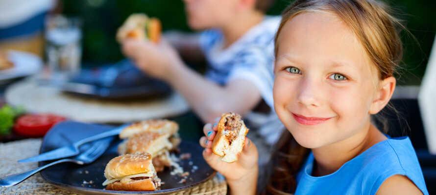 Hotel har stor fokus på børnevenlighed og tilbyder både 'Miniclub' og en særlig børnemenu i restauranten.