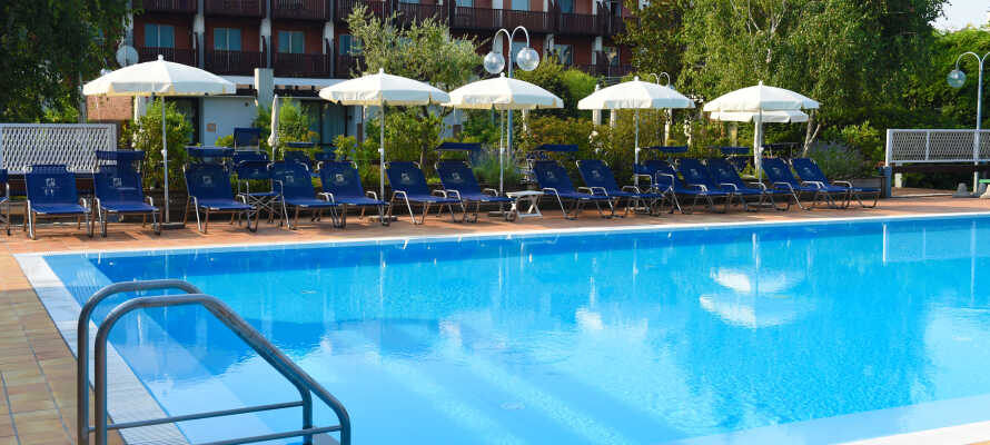 I sommermånederne har I adgang til hele tre udendørs swimmingpools.