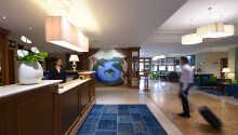 I receptionen står personalet klar til at byde jer velkommen, og assistere jer under opholdet.