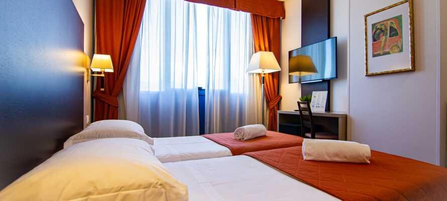 I bor på flotte og komfortable værelser, som alle tilbyder en lækker 4-stjernet kvalitet.