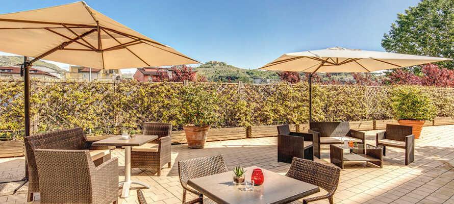 Nyd ferielivet på den panoramiske tagterrasse, hvor det også er muligt at nyde maden om sommeren.