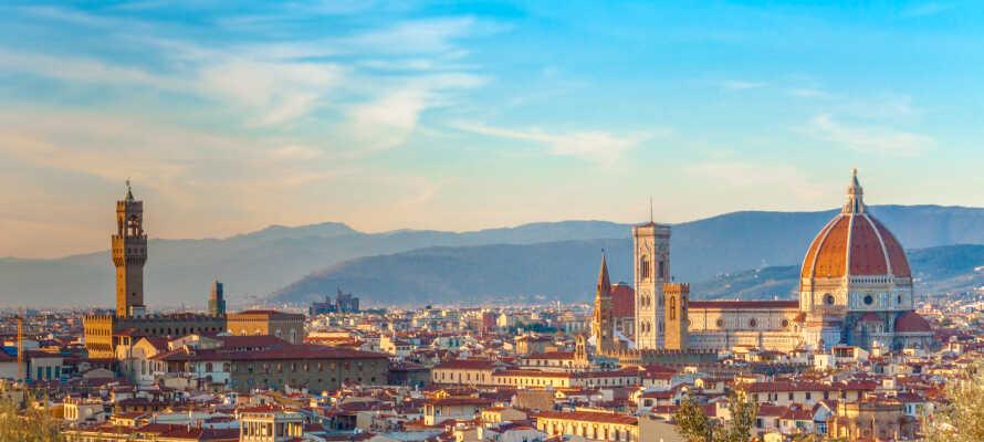 Beliggenheden giver jer alletiders mulighed for at udforske de omkringliggende byer Pisa, Lucca og ikke mindst Firenze.