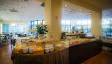 Hver morgen kan I stå op og nyde en varieret morgenmad med produkter fra det kontinentale og amerikanske køkken.