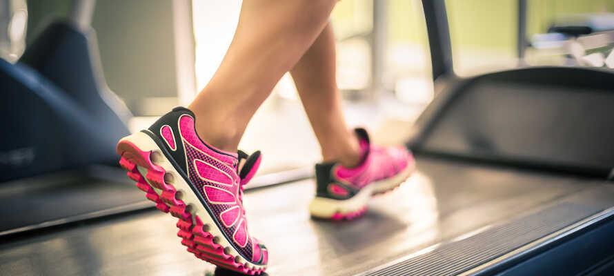 Hold træningen i gang under opholdet med en tur i hotellets fitnessrum.