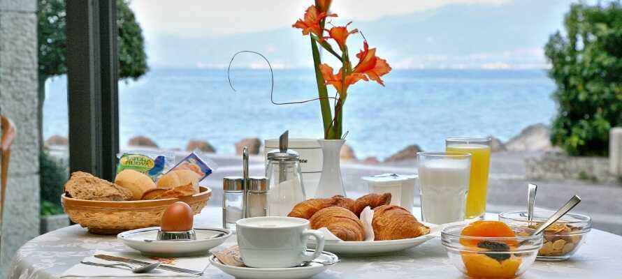 Nyd morgenmaden og aftensmaden på terrassen til jeres egen lejlighed