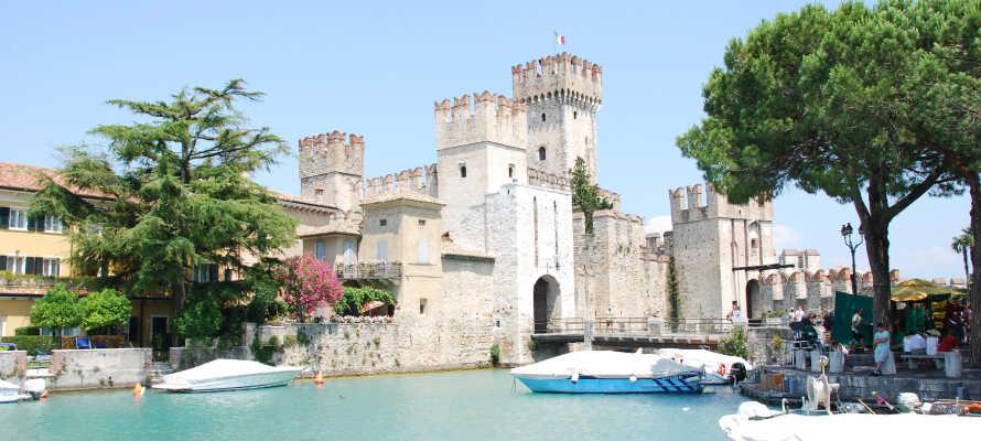 Nyd en hyggelig slentretur til Peschiera eller Sirmione og besøg byen