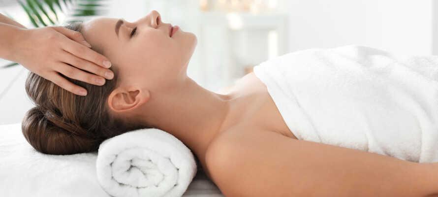 Slap af i hotellets eget hyggelige wellnesscenter, og nyd en lækker massage.