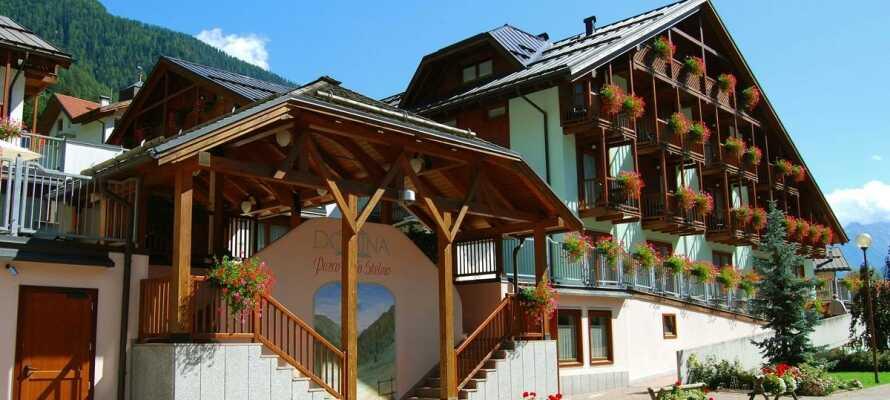 Hotel Parco dello Stelvio ligger omgivet af skøn natur ved foden af Ortler-alperne i Cogolo di Pejo i Norditalien.