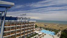 Bibione Palace SPA Hotel ligger direkte ved havet, og har sin egen private strand.