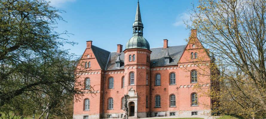 Tag på udflugt og besøg f.eks. Tranekær Slot, som ligger i hjertet af Langeland.