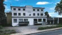 Badethotellet Lohals byder velkommen til en autentisk badehotelsoplevelse i Lohals på Langeland.