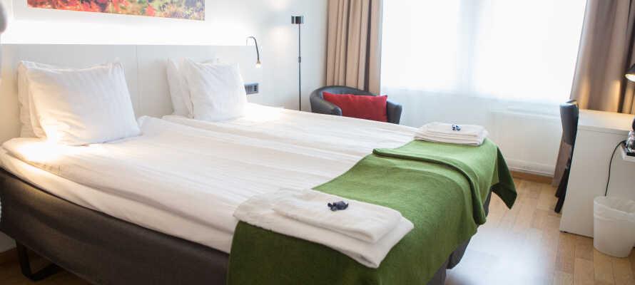 I bor på enkle og komfortable værelser med plads til op til fire personer.