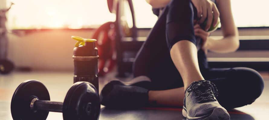 Mellem oplevelserne kan I slappe af i hotellets sauna, eller dyrke fitness i motionsrummet.