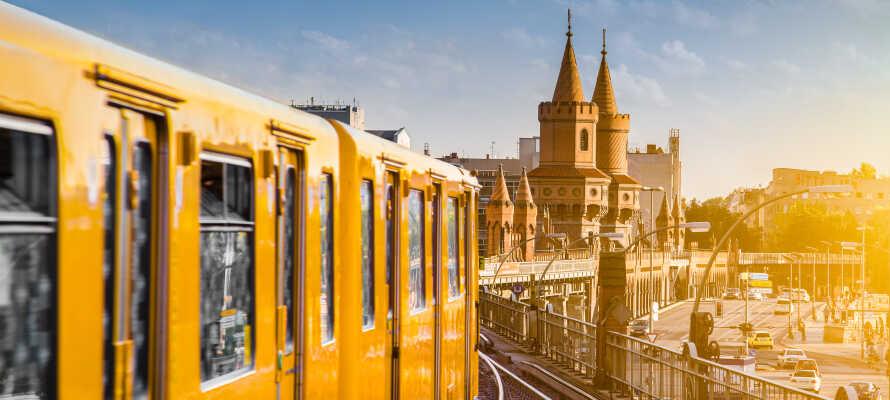 Hotellet ligger direkte ved metrostationen, hvorfra der er hyppige afgange ind til centrum i den populære tyske hovedstad.