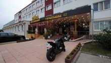 Aga's Hotel byder velkommen til et yderst budgetvenligt ophold i det østlige Berlin, tæt på metrostationen.