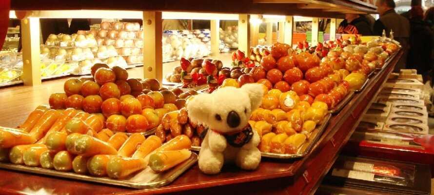 Lübeck er kjent for sin marsipan og om dere liker søtsaker må dere for all del ta en liten smaksprøve.