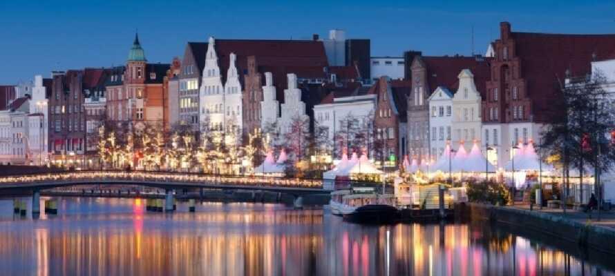Lübeck er utrolig vakker om kvelden, når gatelyktene blir tent.