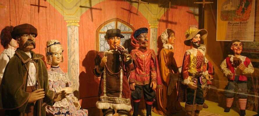 Das interessante Theater-Figuren-Museum zeigt historische Theaterfiguren.