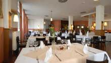 Nyd en god middag i hotellets restaurant