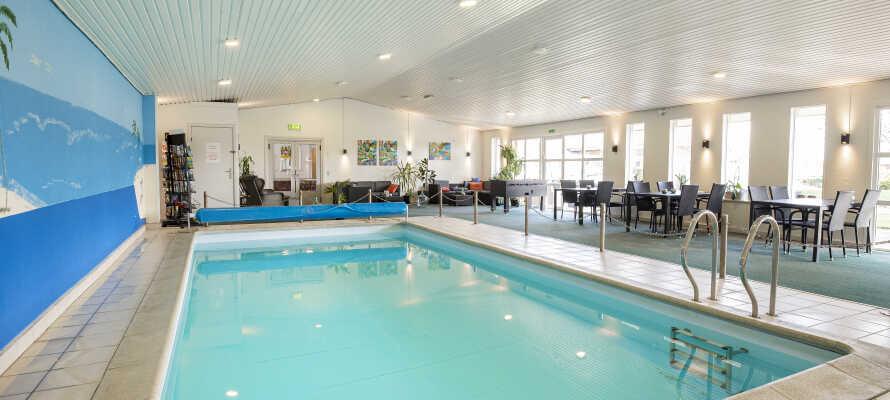 På hotellet har I adgang til indendørs swimmingpool