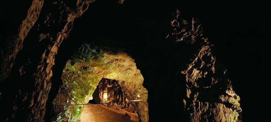 Besøk de fasinerende kalkgruvene og se den mystiske Elverdronningens tronsal