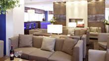 Der Loungebereich bietet eine gemütliche Atmosphäre.