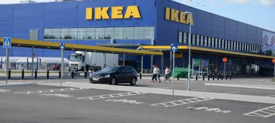 Hotellet ligger i Älmhult, hvor IKEA blev grundlagt tilbage i 1953. Besøg IKEA Museet og få hele succeshistorien.