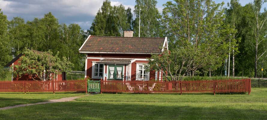 Besuchen Sie das kulturhistorische Freilichtmuseum der Stadt, Fagersta Hembygdsgård, am Strömsholm-Kanal südlich des Stadtzentrums.
