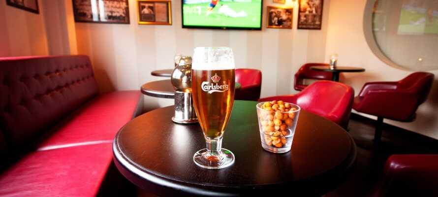 Hotellet har et bredt udvalg af øl og vin, og der afholdes jævnligt arrangementer såsom vinsmagning og sportsbegivenheder.