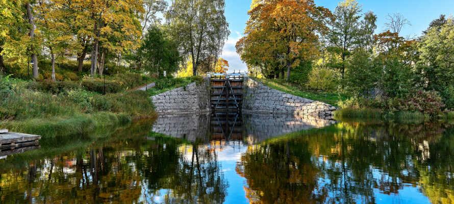 Fra hotellet har I kort afstand til både sø- og naturområder, som er helt ideelle for aktiv ferie med vandreture.