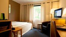 Alle værelserne er indrettet med eget badeværelse og udstyret med komfortable senge og TV.