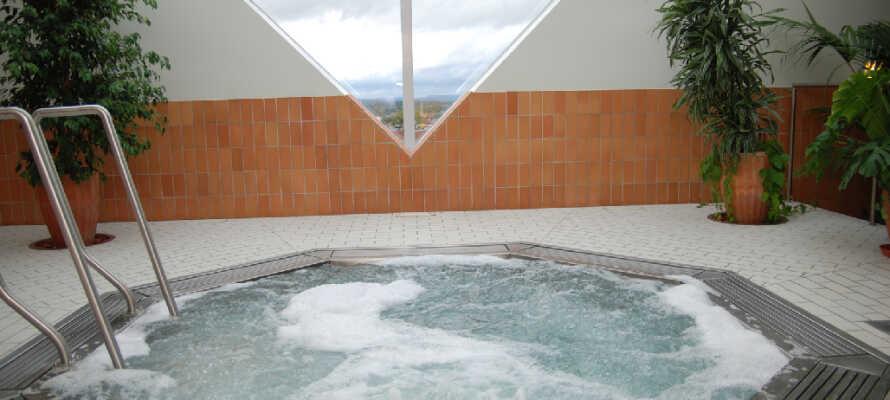 På relaxavdelningen Polaris högst upp i hotellet hittar ni en härlig bubbelpool.