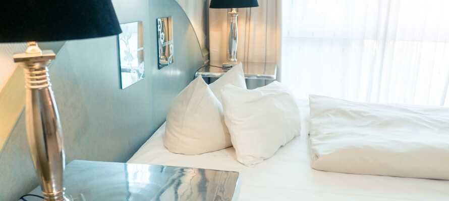 De lyse værelser har alle deres helt egen atmosfære, og sørger for behagelige rammer under opholdet.