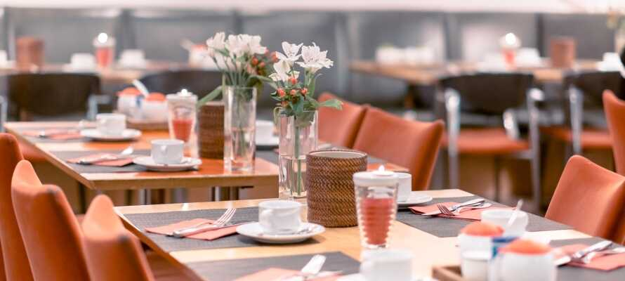I hotellets nydelige restaurant kan I nyde et udvalg af friske regionale retter, heriblandt også vegetariske retter.